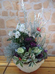 お正月飾りのピックをさすだけで、迎春。 : この冬絶対マネしたい!大人可愛い、葉ボタン寄せ植え。 - NAVER まとめ Green Plants, Hanging Baskets, Container Gardening, Flower Arrangements, Floral Wreath, Wreaths, Lettering, Flowers, Naver