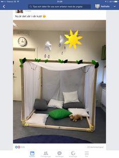 Playroom Ideas - House Design As Well As Inside. Baby Bedroom, Nursery Room, Kids Bedroom, Kids Learning Activities, Learning Spaces, Reggio Emilia, Classroom Design, Classroom Decor, Deco Jungle