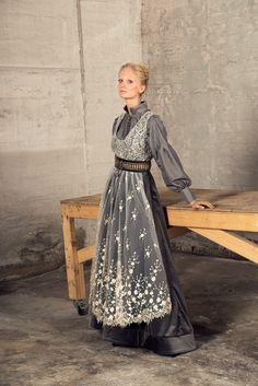 Stakken er i fløyel? ♥️ kunne hatt den i kremhvit Norwegian Style, Nordic Style, Mode Outfits, Fashion Outfits, Folk Costume, Costumes, Traditional Outfits, Natural Blondes, Winter Outfits