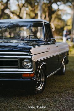 Vintage Chevy Trucks, Classic Ford Trucks, Ford Pickup Trucks, Old Trucks, Vintage Cars, Classic Cars, Mustang Old, Jeep Cj7, Top Cars