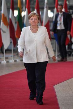 Angela Merkel, le 30juin à Bruxelles. Donald Trump, International Relations, Political Science, Formal, Dna, Obama, Chef Jackets, Collage, Women