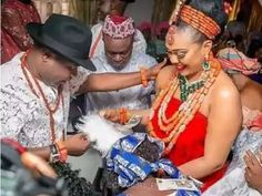 Nigerian couple that dash cars as wedding sourvenirs over the weekend