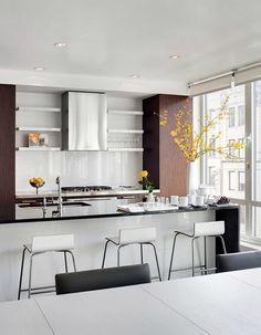 A sleek kitchen (by interior designer Barbara Littman, for her own apartment). Kitchen Furniture, Kitchen Decor, Kitchen Design, Kitchen Ideas, Fancy Kitchens, Home Kitchens, Cuisines Design, Home And Deco, Home Decor Inspiration