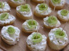 Tvarohová nátierka s pórom   Mimibazar.sk Amazing Food Decoration, Party Salads, Mini Cupcakes, Pesto, Food And Drink, Appetizers, Snacks, Desserts, Spreads