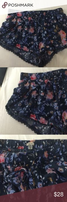 Tulip Drawstring Floral Shorts NWOT. XS but fits an S too Before leaving a comment: 🌹No trades 🌹Use the offer button and offers on bundles feature to discuss pricing 🌹No lowballs or rude comments 🌹I only sell on posh 🌹I do not model 🌹I ship same day or next day 🌹If I don't respond, it's because your question was answered here! Urban Outfitters Shorts