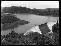 Waitakere Dam and Reservoir 1917. This gravity mass concrete dam with central spillway, was completed in 1910, and had an original height of 20.4 m. Photo Sir George Grey Special Collections, Auckland Libraries, 1-W1612