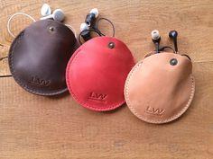 Lederen oortelefoon geval kabel van LeatherWorldHandmade op Etsy