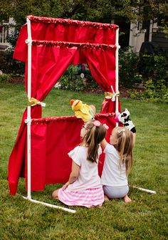 I love this cute little puppet theater! So cute and it can be a kid theater too…