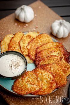 Potato Latkes / Potato Pancakes Let the Baking Begin!, Crispy Potato Latkes Recipe PureWow, How to Make Potato Latkes. Read More About Thi. Potato Latkes, Potato Pancakes, Pancakes Easy, Potato Dishes, Food Dishes, Side Dishes, Gnocchi, Vegetarian Recipes, Cooking Recipes