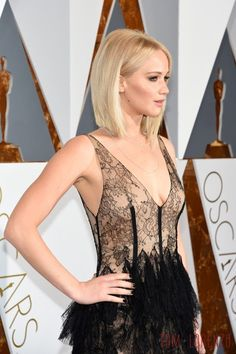 Jennifer-Lawrence-Oscars-2016-Red-Carpet-Fashion-Christian-Dior-Couture-Tom-Lorenzo-Site-TLO (9)