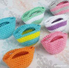 how to crochet a mini tote bag - http://craftyguild.com/2015/09/how-to-crochet-a-mini-tote-bag.html