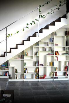 escalier et étagère pour salon