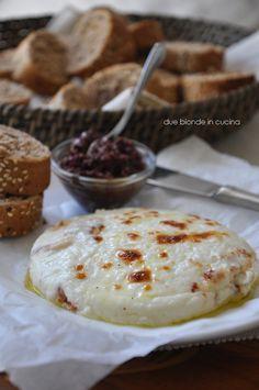 Due bionde in cucina: Tapenade di olive con formaggio al forno sempre di Donna Hay