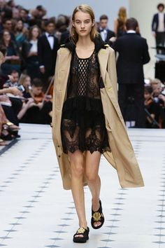 Burberry Prorsum Ready To Wear Spring Summer 2016 London - NOWFASHION