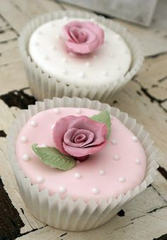 Rose Cupcakes by Icing Bliss, via Flickr Mini Wedding Cakes, Wedding Cakes With Flowers, Wedding Cupcakes, Mini Cakes, Cup Cakes, Fancy Cupcakes, Fondant Cupcakes, Cupcake Cookies, Communion Cakes
