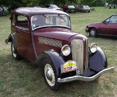 La production d'automobile Rosengart commence, en 1929, avec la Rosengart LR2 ,qui était en fait une Austin seven construite sous licence, La Production de la LR4 débute en 1931