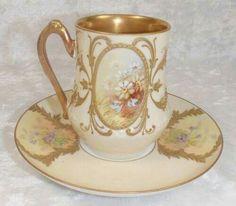 Šálek na kávu • vnitřně, zlacený, malovaný porcelán