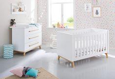 Sparset werden zweiteilig angeboten und besteht aus dem Kinderbett und der Wickelkommode. Ist das Kind ungefähr 3 Jahre, dann kann man das Kinderbett in ein Juniorbett und die Wickelkommode in eine Kommode verwandeln. Die Umbauseiten für...