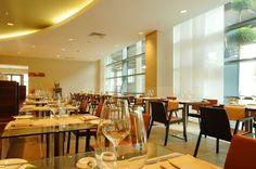 London Canary Wharf Hotel   CINNAMON RESTAURANT AND BAR    The bar scene where cinnamon is on the menu.