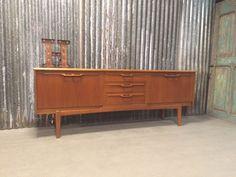 Groot 1960 Jentique dressoir