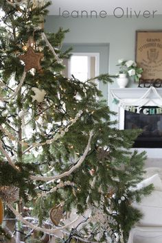 Holiday House Walk 2012 {Welcome To Our Home} | Jeanne Oliver...LOVE the button garland