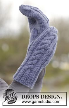 Did you know there are over 200 DROPS catalogues filled with thousands of free knitting patterns and crochet patterns for the whole family? Crochet Gloves Pattern, Crochet Mittens, Mittens Pattern, Knitted Gloves, Fingerless Gloves, Knitting Stitches, Knitting Socks, Knitting Patterns Free, Free Knitting