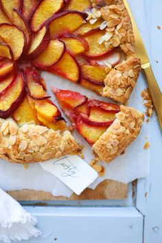 Peach Galette Tarte Stone Fruit Cake Fruitcake Fruit Tart peach pie peach Recipe - Sweet dreams are made of these - Toast Quiche, Poffertjes, Egg Cake, Stone Fruit, Fruit Tart, Chocolate Pies, Breakfast Dessert, Cookie Desserts, Cakes And More