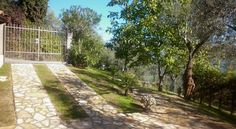 Antica Corte del Capitolo Toscolano Maderno Set in Toscolano Maderno, this holiday home is 38 km from Verona. The property is 17 km from Sirmione and features views of the mountain.  There is a dining area and a kitchen. A TV is offered.