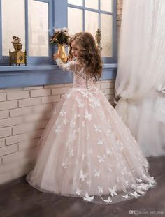 2017 New Hot Flower Girls Dresses For Weddings Long Sleeves Lace Appliques Flowers Tulle Birthday Dress Children Party Kids Girl Ball Gowns