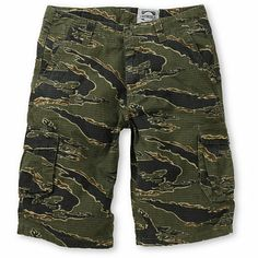 Fight that heat wave in style with the Informant tiger camo ripstop cargo shorts from Free World. Let your wild side cut loose and take more risks, thanks to the ripstop material these shorts are constructed from you can really beat them up. With two fron