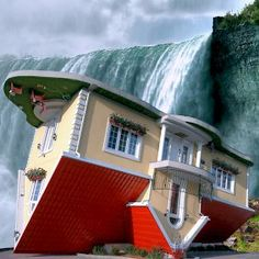 Upside-Down House in Niagara Falls, Ontario, Canada - Built by Marek Cyran and Adam Nielbvowicz in have I never seen this before? Visitar Canada, The Places Youll Go, Places To See, Niagara Falls Vacation, Upside Down House, Equador, To Infinity And Beyond, Canada Travel, Canada Trip
