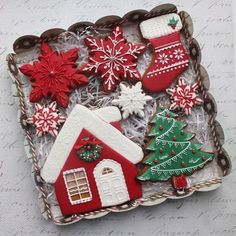 outlining the cookie with medium consistency icing then flood the whole inner area with icing. Cute Christmas Cookies, Christmas Gingerbread House, Christmas Sweets, Christmas Cooking, Noel Christmas, Christmas Goodies, Holiday Cookies, Theme Noel, Royal Icing Cookies