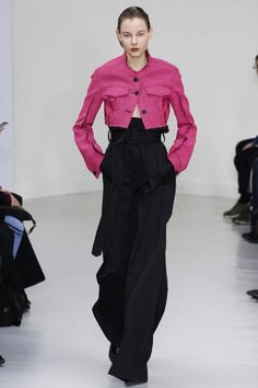 Yang Li Fall 2016 Ready-to-Wear Fashion Show - Look 9 Tomboy Fashion, Fashion Art, Love Fashion, Fashion Show, Autumn Fashion, Fashion Design, Paris Fashion, Fashion Women, Vogue Russia