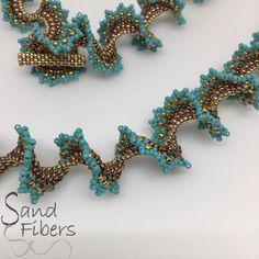 Chantal A Sawtooth Spiral Necklace A Sand Fibers Original Fashion Jewelry Necklaces, Beaded Necklaces, Jewelery, Diy Galaxy Jar, Peyote Patterns, Weaving Patterns, Ruffle Beading, Jewelry Crafts, Handmade Jewelry