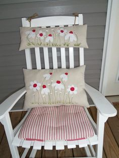 HANDSPUN AND PAINTED COUNTRY PILLOWS BY TAMMY WHEELER - - - AVAILABLE AT MISHMOSH, INC. IN REIDSVILLE, NORTH CAROLINA.