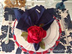 Azul nave e vermelho, para um toque de cor em sua mesa da praia