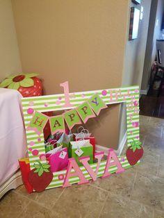 Rosita Fresita, strawberry decorations, strawberry shortcake Party ...