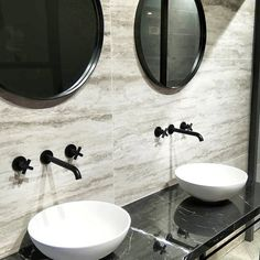 Trendy in de badkamer: zwarte kranen en accessoires Foto's, Sink, Mirror, Bathroom, Furniture, Home Decor, Sink Tops, Washroom, Vessel Sink, Decoration Home