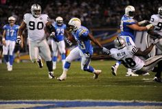 Oakland Raiders v San Diego Chargers Qualcomm Stadium, San Diego Chargers, Running Back, Oakland Raiders, Football Helmets, Nfl, Los Angeles, Raiders De Oakland, National Football League