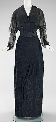 1910 silk Evening dress.