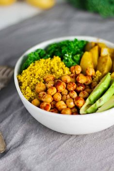 The BEST Vegan Turmeric Quinoa Power Bowls! Perfect for a busy weeknight dinner ;)
