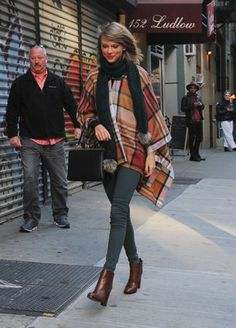 Tay took a cue from Blake Lively and rocked a gorgeous blanket coat.
