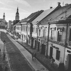 Old Buildings, Old Town, Louvre, Street, Instagram Posts, Travel, Old City, Viajes, Destinations
