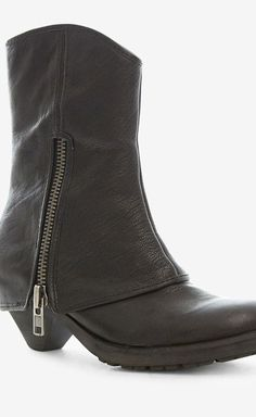 Ash Black Boot | VAUNTE - id sell all my otheer boots for this one pair. Im in love. Sam
