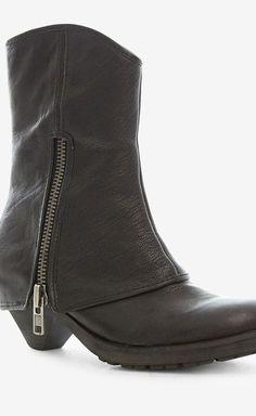 Ash Black Boot | VAUNTE