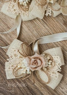 2 Burlap Bridesmaids Wrist Corsages, Vintage Rose Corsages, Bridesmaids Bracelets, Mother of the Bride Rustic Wedding Burlap Lace Corsages Diy Hair Bows, Diy Bow, Diy Ribbon, Burlap Hair Bows, Ribbon Bows, Burlap Flowers, Burlap Lace, Fabric Flowers, Shabby Chic Flowers