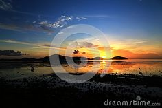 At Saphan Hin, Phuket, Thailand, the moment of the sun was desired by many.