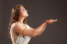 How To Make a Greek Goddess Costume Toga Costume Diy, Diy Costumes, Cosplay Costumes, Costume Ideas, Greek Goddess Dress, Greek Goddess Costume, Visual Kei, Costume Steampunk, Greece