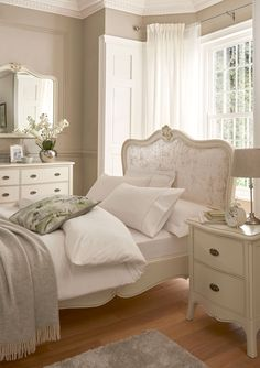 Modern French Bedroom: 25 Glamorous Ideas That Will Stun You Classic Bedroom Furniture, French Bedroom Decor, French Furniture, Modern Bedroom, French Inspired Bedroom, Classic Bedroom Decor, Antique Bedroom Furniture, Bedroom Romantic, White Bedroom