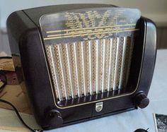 French Vintage PHILIPS Bakelite Radio